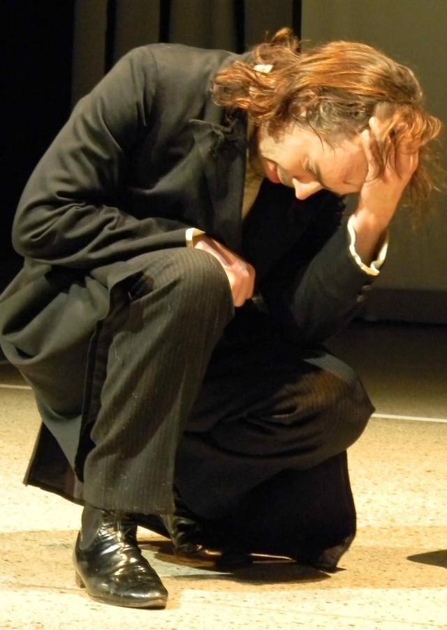Nicho Harras als Victor Frankenstein