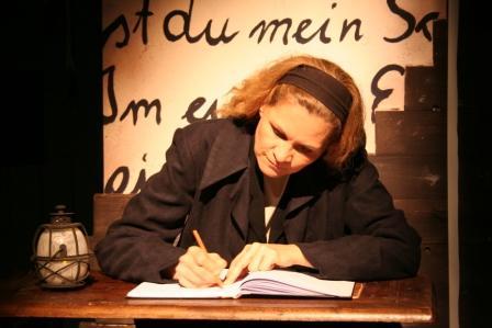 "WORT_ensemble 2010: Dina Kabele in ""Frankenstein"""