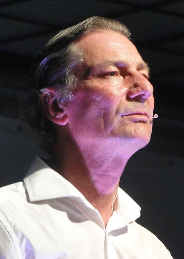 Rudi Larsen als Mitglieder des Sprechchors
